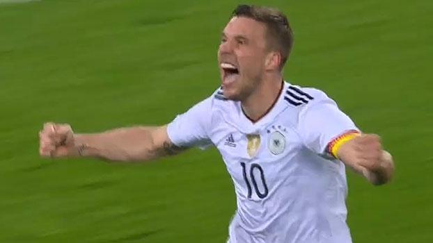 Tempo real: GOLAÇO! Lukas Podolski acerta um lindo chute no ângulo e é ovacionado