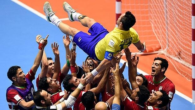 Falcão se emociona com carinho de iranianos após derrota: 'Imagem da minha carreira'