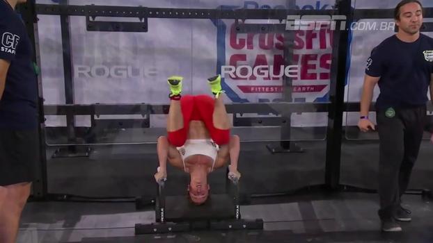 Flexão de braço de ponta-cabeça, agachamentos e muita força: final feminina do CrossFit Games foi emocionante