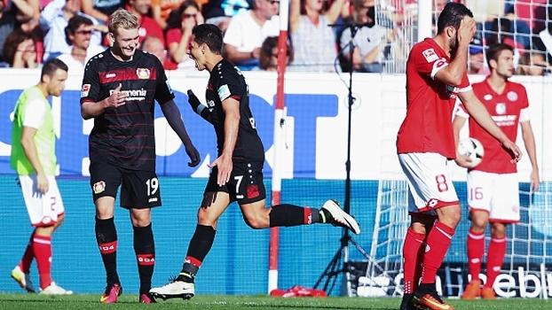 Com 'hat-trick' de Chicarito, Bayer Leverkusen bate Mainz fora de casa no Alemão