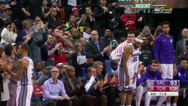 Ídolo em Toronto: veja como Vince Carter foi ovacionado ao deixar a quadra dos Raptors