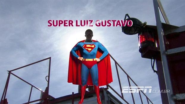 Após Copa das Confederações, Luiz Gustavo desfila em carro aberto em Pindamonhangaba e é ovacionado
