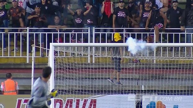 Com direito a rojão no gol, veja a confusão na torcida entre Joinville x Avaí