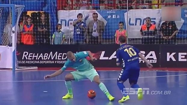Com rolinho e bico de canhota, melhor jogador do mundo de futsal faz golaço do título na Espanha