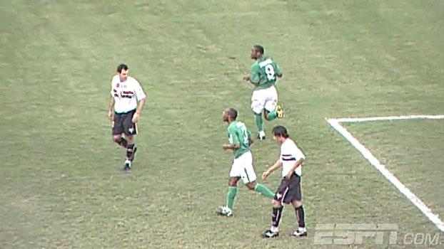 Em 2004, Luís Fabiano perdeu pênalti, Ceni falou, e Love deu a vitória para o Palmeiras contra o São Paulo