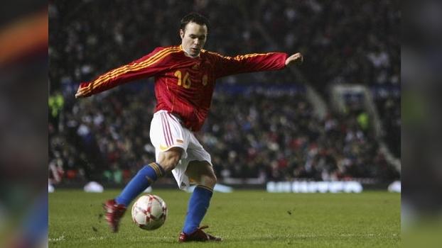 Chutaço de Iniesta deu vitória à Espanha sobre a Inglaterra no Old Trafford em 2007