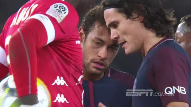 Cavani sofre pênalti, conversa com Neymar sobre cobrança, pega a bola e desperdiça; veja