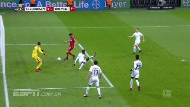 Argentino resolve, Leverkusen vence, afunda o Werder Bremen e encosta nos líderes da Bundesliga