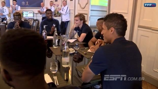 Griezmann não aplaude Varane na reapresentação do campeão da Champions pelo rival Real Madrid