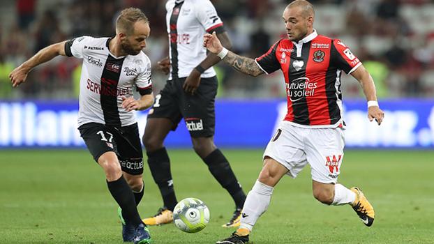 Com Sneijder e Balotelli em campo, Nice bate Guingamp e vence primeira no Francês