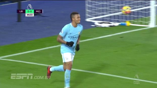 GOL do Manchester City! Sterling encontra David Silva na área, que cruza para Gabriel Jesus colocar na rede