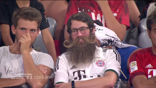 Barba é apelido! Torcedor do Bayern ostenta bigodão cultivado por anos e anos