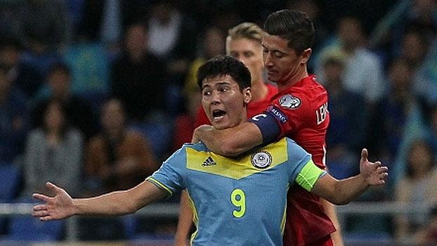 Em jogo tenso com Lewandowski 'descontrolado', Polônia tropeça para o Cazaquistão