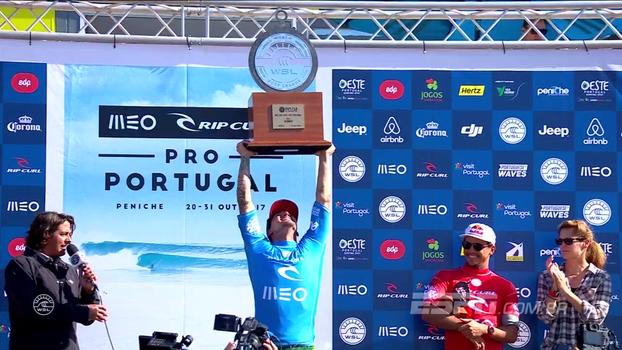 Medina levanta troféu, agradece torcida brasileira e projeta: 'Agora vamos para Pipe!'