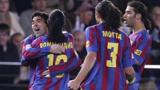 Deco e Ronaldinho Gaúcho decidiram na vitória do Barcelona sobre o Villarreal em 2005