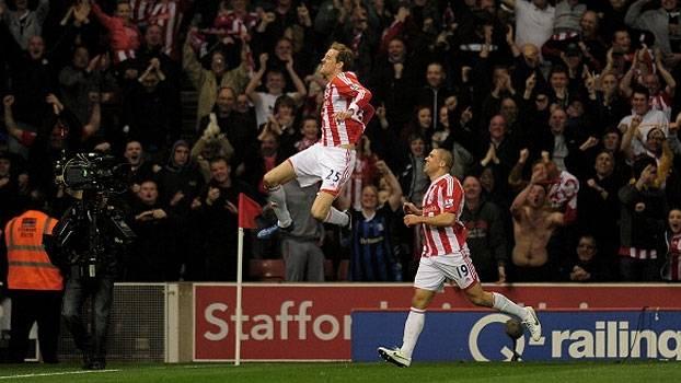 Crouch marcou gol épico, mas Yaya Touré também fez golaço e evitou derrota do City para Stoke em 2012