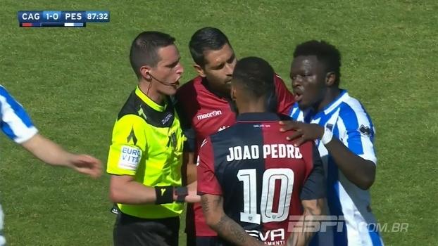 Reclamou com o árbitro e levou amarelo: ex-Inter e Milan sofre com insultos raciais e abandona jogo na Itália