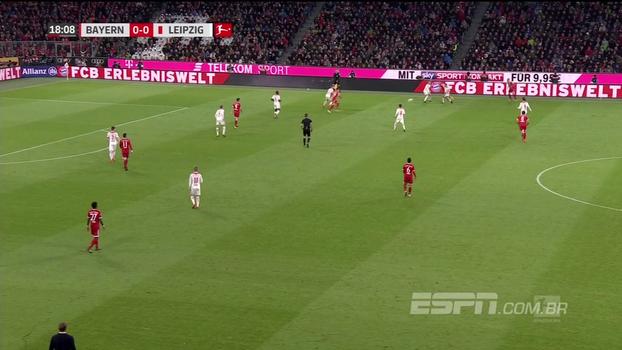 GOL do Bayern! Robben recebe na direita, encontra James no meio da área e o colombiano abre o placar