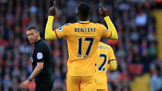 Benteke carrasco do Liverpool e vitória do United: veja todos os gols da Premier League no fim de semana