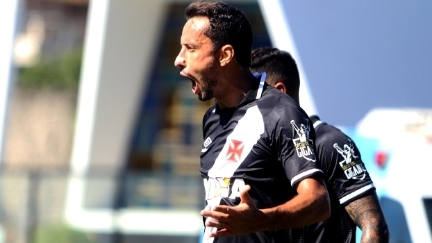 Veja o gol de Nenê que deu a vitória ao Vasco por 1 a 0 sobre o Atlético-GO