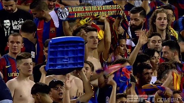 No último jogo do Vicente Calderón, torcedor garante sua 'lembrança' do estádio; veja