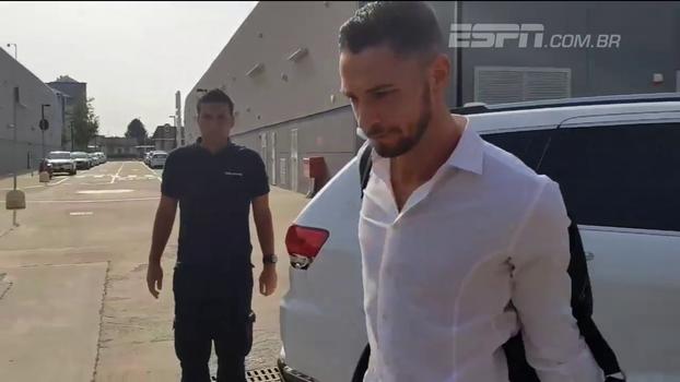 Lateral ex-Milan chega à Juventus para realizar exames médicos; veja
