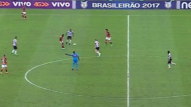 Mauro mostra erro de Márcio Araújo e Willian Arão antes de furada de Réver em gol do Atlético-MG