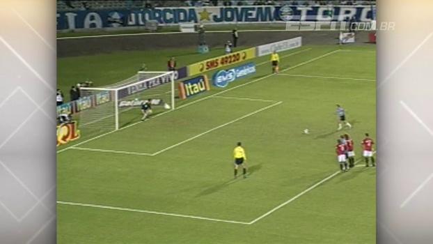 'Hat-trick' de Roger Flores deu vitória ao Grêmio sobre o Atlético-PR em 2008