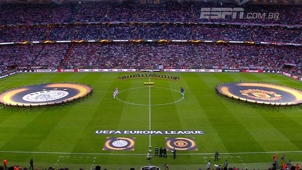 Momento de arrepiar: Ajax e United fazem minuto de silêncio por vítimas de atentado em Manchester