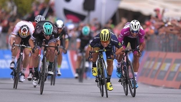 Veja imagens da 7ª etapa do Giro D'Itália, vencida por Caleb Ewan