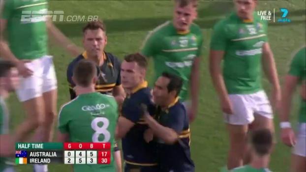 Treta! Na Austrália, esporte que mistura futebol com rugby tem empurra-empurra e muita briga