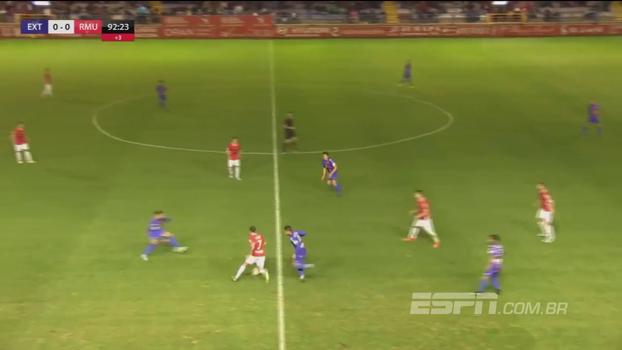 Na 3ª divisão espanhola, atleta do Real Múrcia faz GOLAÇO à la Messi aos 47 do 2º tempo e garante 3 pontos
