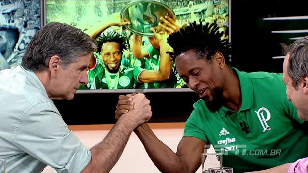 João 'Canalha' e Zé Roberto travam braço de ferro na mesa do Bola da Vez; veja quem ganhou