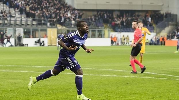 Anderlecht vence APOEL e avança para as quartas da Europa League