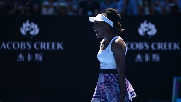 Venus Williams começa devagar, se recupera e vence partida apertada contra Kateryna Kozlova