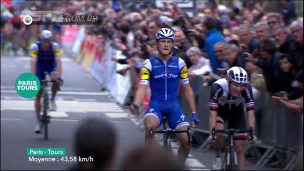 Com chegada emocionante, Matteo Trentin vence Paris-Tours