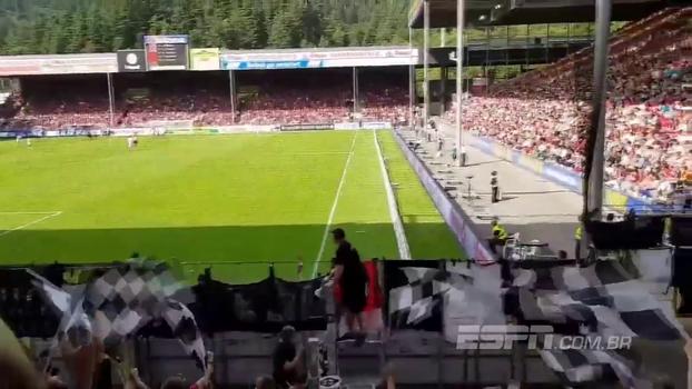 Torcida do Eintracht Frankfurt canta ao ritmo de 'Despacito'