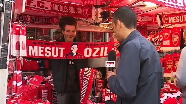 João Castelo Branco mostra o clima nos arredores do estádio do Arsenal e compra cachecol de Ozil