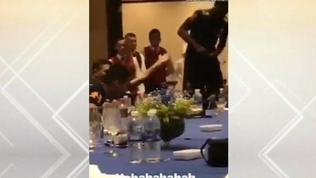 Jogadores da seleção brasileira e até Neymar cantam grito de torcida do Corinthians: 'Timãão'