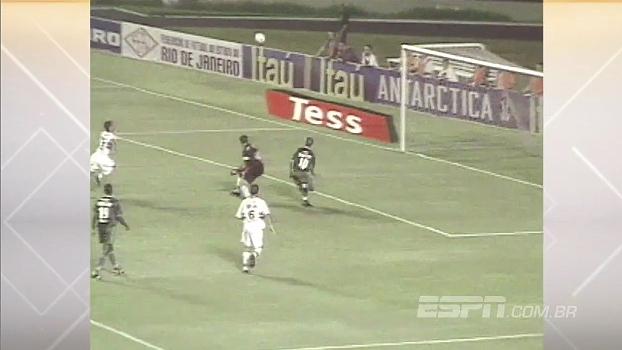 Há 15 anos, Alex chapelava Ceni e marcava o gol mais bonito de sua carreira; relembre