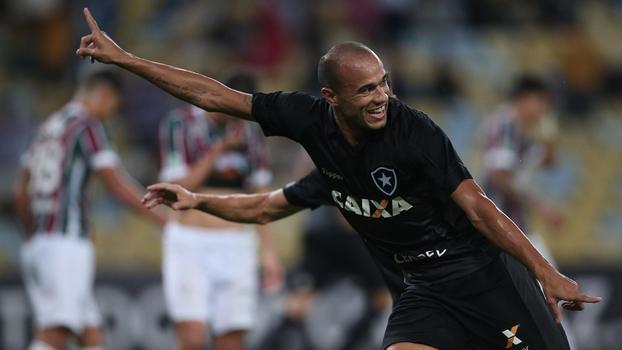 Brasileiro: Gol de Fluminense 0 x 1 Botafogo