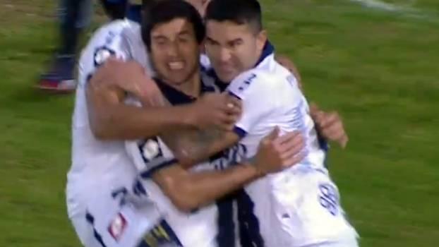Com golaço de falta, Quilmes vira sobre o Racing e sobe duas posições no Argentino
