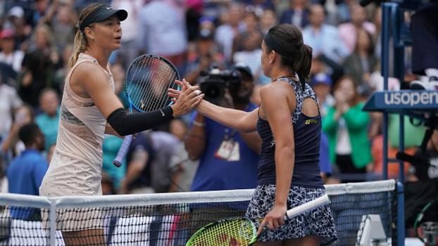 Fim do sonho: Sharapova sai na frente, mas leva virada e é eliminada por Sevastova