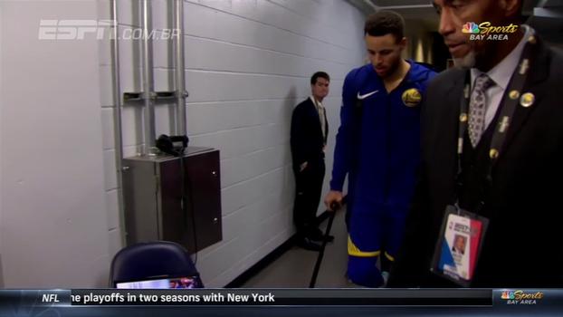 Preocupante! Veja imagens da lesão de Curry e do jogador saindo de muletas e com pé enfaixado do ginásio