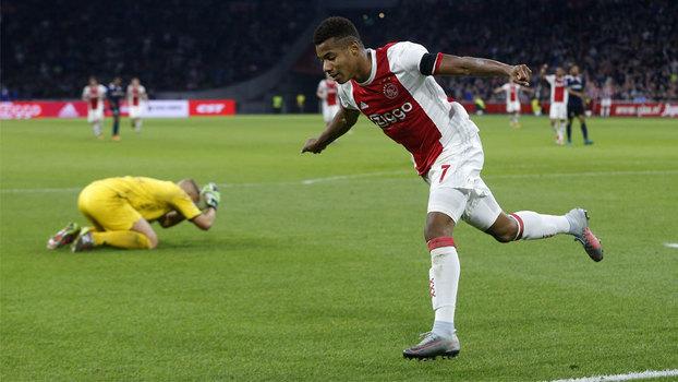 Em jogo com dois gols contra, pênalti perdido e gol de David Neres, Ajax goleia Sparta Rotterdam