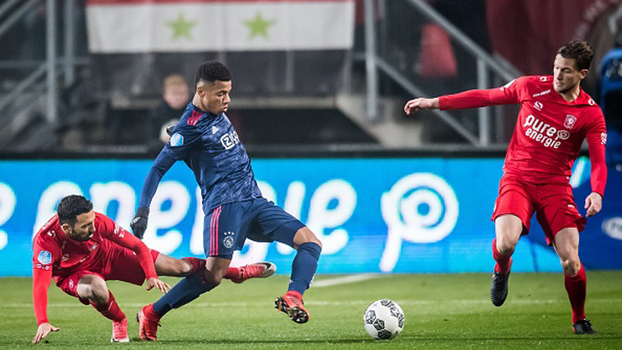 Schöne brilha na bola parada, Kluivert marca com passe de Neres, mas Ajax toma empate do Twente