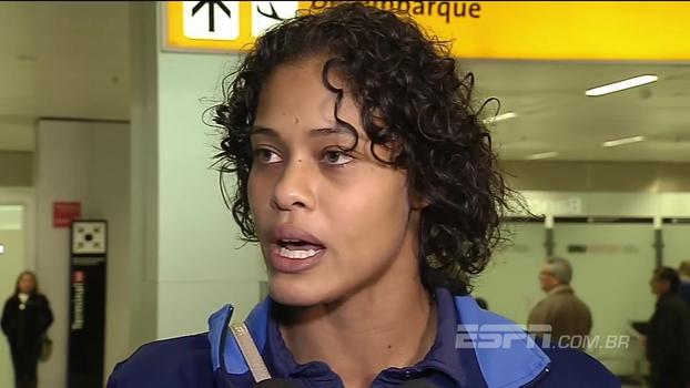 No desembarque no Brasil, mulheres do vôlei exaltam superação em título: 'Ninguém acreditava que seríamos campeãs'