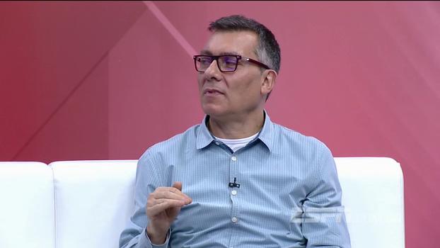 Renato Gaúcho se sai bem em perguntas difíceis, e Calçade comenta: 'Tira de letra'