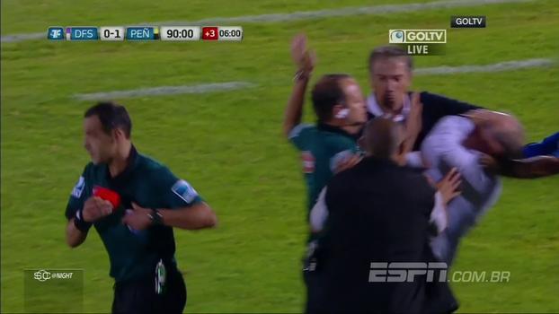 Técnico do Peñarol simula agressão de forma 'patética'; relembre outros jogadores 'cai-cai'