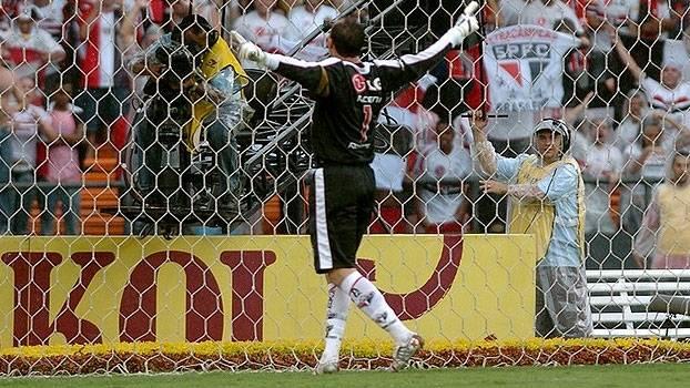 Campeão, São Paulo bateu o Cruzeiro em 2006 com gol de Rogério Ceni e levantou a taça
